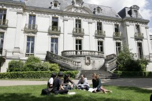 Institut de Touraine, language courses