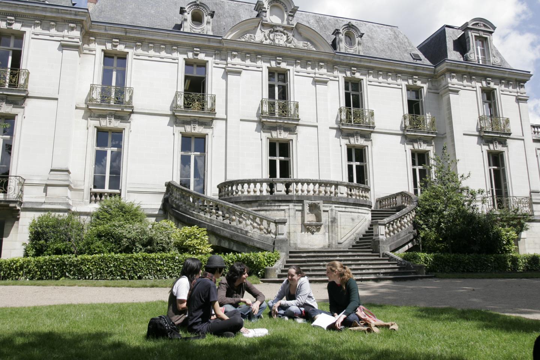 Institut de Touraine, language courses