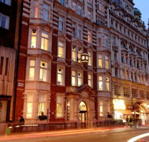 St Giles, Лондон